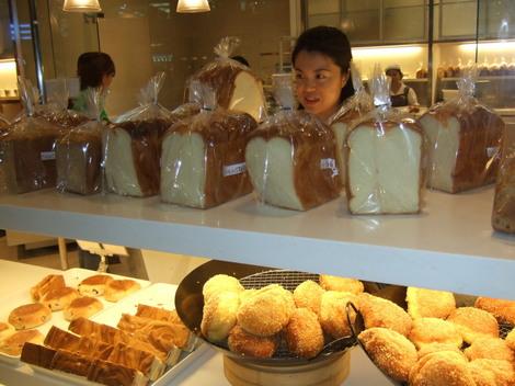 Bread Talk(フィリピンセブ島SM内の美味しいパン屋)