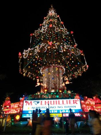 オスメニャ・サークルのクリスマスツリー