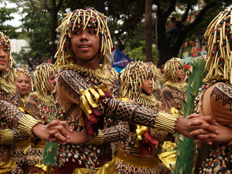 フィリピン・セブ島のシヌログ祭りの模様
