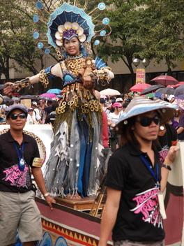 シヌログ祭2009パレードの様子