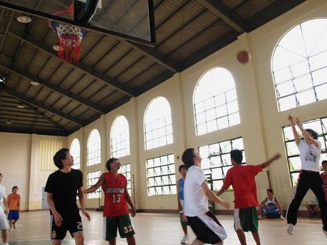 MDL生徒とバスケット