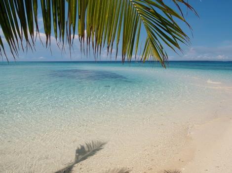 パンダノン島(Pandanon)は、ただ綺麗なだけの小さな島