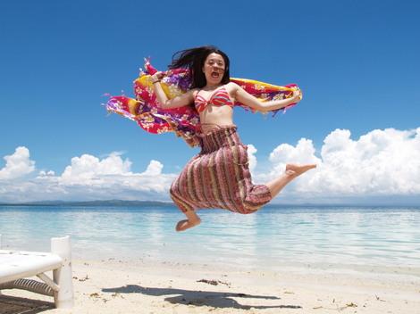パンダノン島(Pandanon) 喜びを体で表現?
