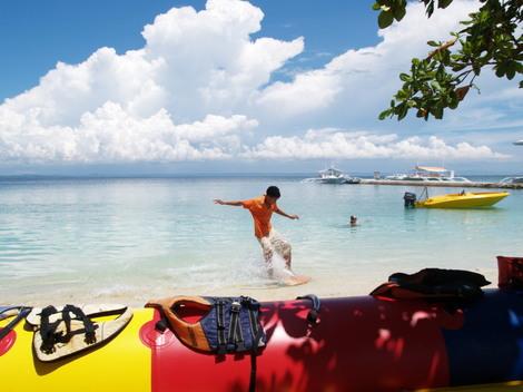 パンダノン島(Pandanon)でスキムボード