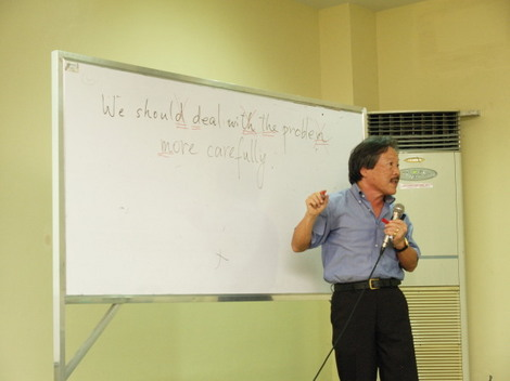 セブ医科大学付属の英語学校CDU ESLで三代澤義人(Miyosawa Yoshito)氏の特別講義