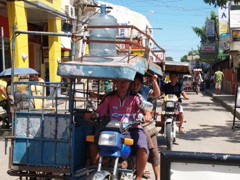 フィリピン庶民の足『トライシクル』