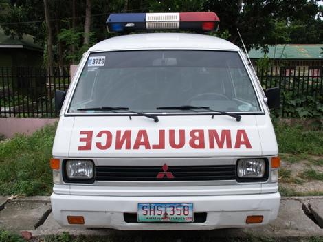 フィリピンを走る救急車